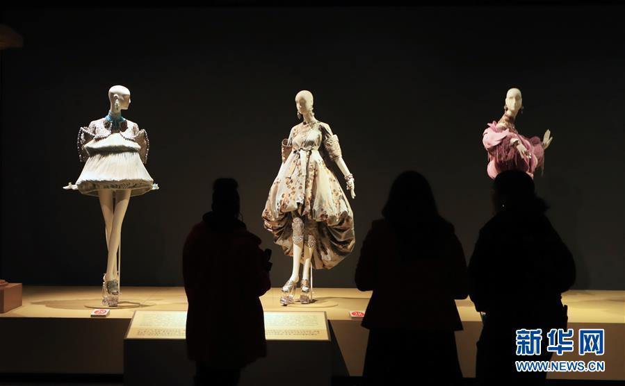 (国际·图文互动)(7)专访:中国文化是我的艺术创作之源——访中国著名时装设计师郭培