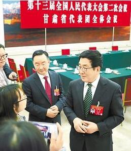 中外媒体聚焦甘肃代表团开放团组活动 林铎唐仁健等代表回答提问