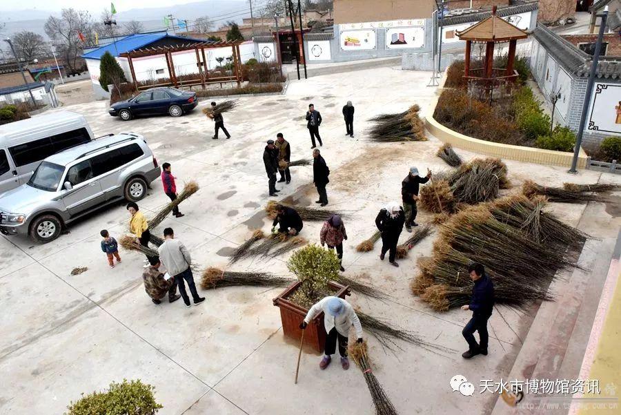 天水市博物馆到扶贫点甘谷县谢家湾乡马家窑湾村回访调研