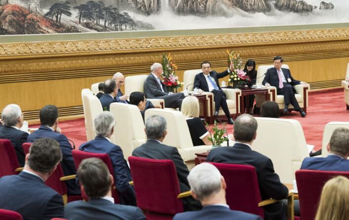 李克强会见出席中国发展高层论坛2019年年会的境外代表并座谈