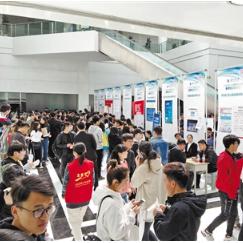 甘肃省首场战略新兴产业专场招聘会在兰州交通大学举行