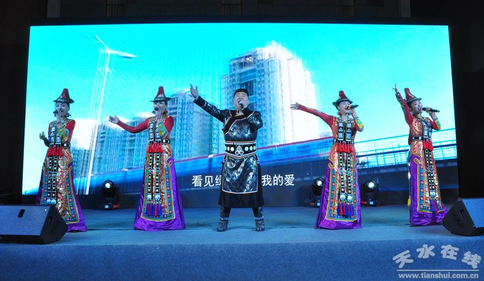 天水市副市长逯克宗在西安举行的甘肃文化旅游推介会上进行推介(图)