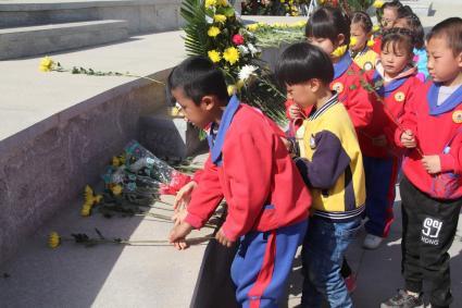 [甘肃]兰州市烈士陵园迎来年龄最小祭奠者