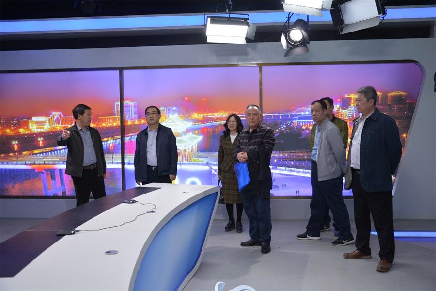 甘肃省广播电视局副局长范延军一行对天水广播电视安全播出工作进行检查