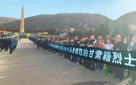 甘肃省举行木里森林火灾中英勇牺牲的甘肃籍烈士悼念活动 林铎唐仁健敬献花篮