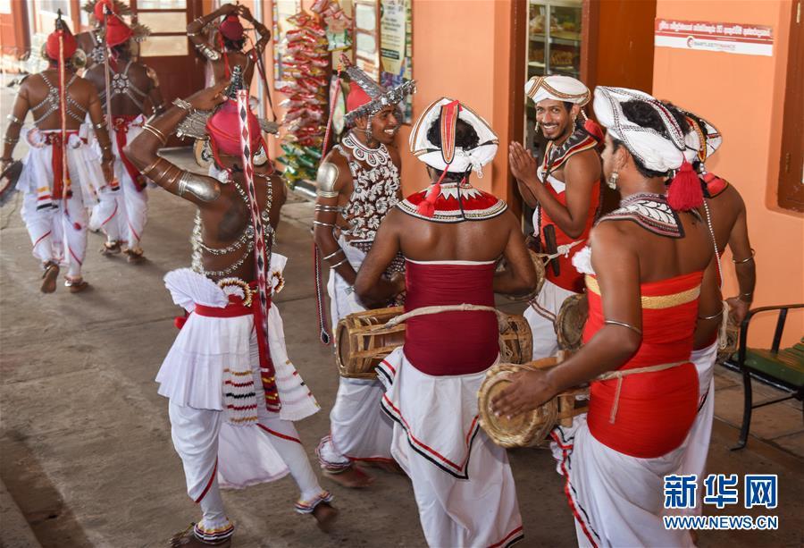 """(国际·""""一带一路""""高峰论坛·图文互动)(3)中企承建斯里兰卡南部铁路项目举行通车仪式"""