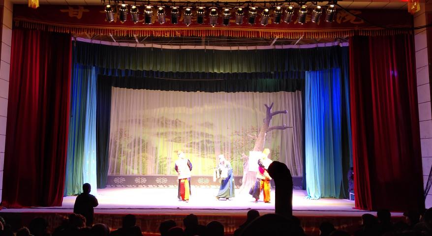 2月8日甘肃演艺集团在甘肃省白银市靖远县三滩镇朝阳村举办公益性演出
