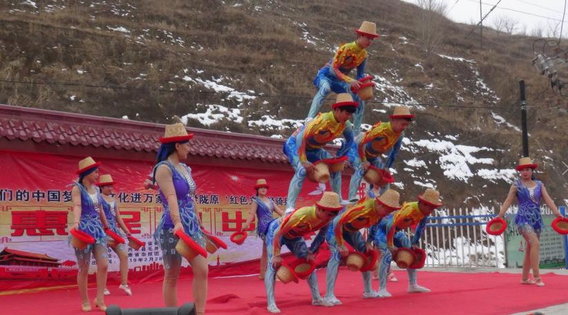 2月28日甘肃省杂技团在甘肃省庆阳市环县毛井镇送欢乐下基层