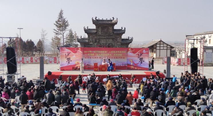 1月11日甘肃省秦腔艺术剧院在兰州市新区晴望川民俗文化村惠民演出