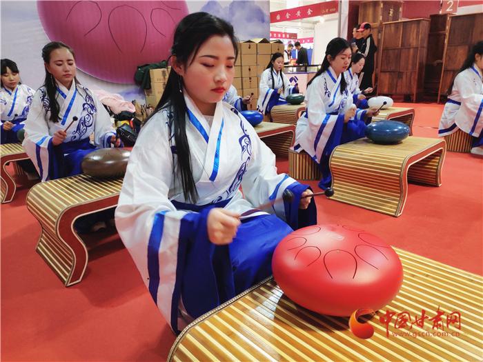 第十二届中国(兰州)艺术品收藏博览会开幕 淘宝、鉴宝都来吧 (组图)