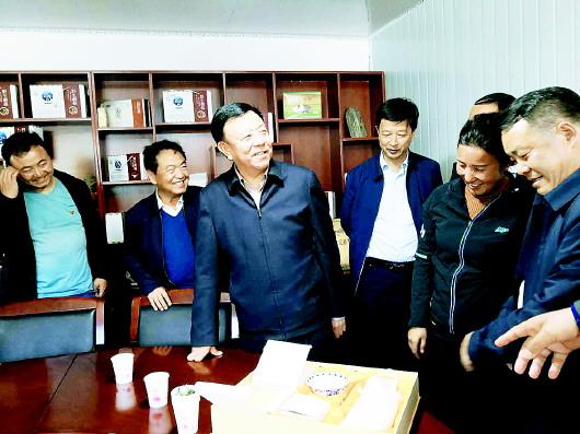 俞成辉在碌曲调研时强调 有效巩固易地扶贫搬迁整改成果扎实推进脱贫攻坚政策精准落地