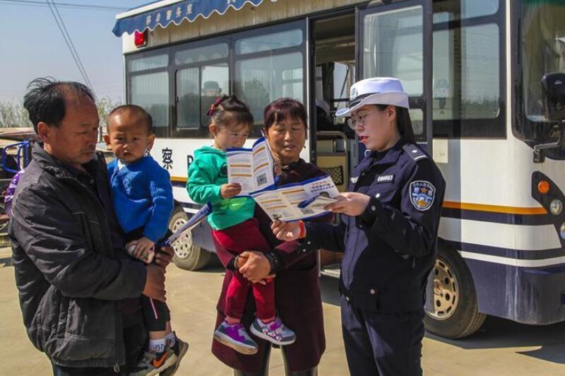河北永清:移动警务车进乡村