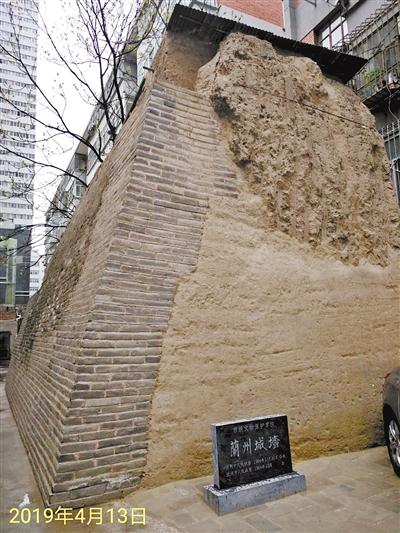 """两张照片记录 兰州明清城墙遗址 新旧""""容颜"""""""
