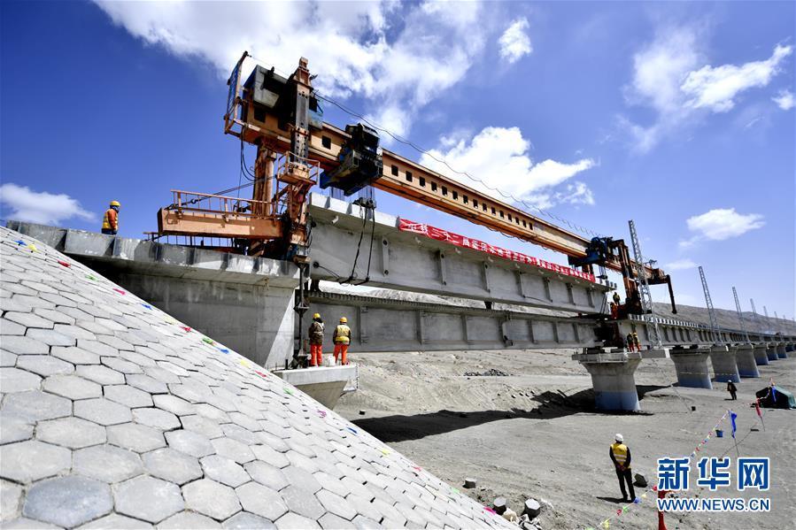 (经济)(1)格库铁路青海段线下主体工程完工