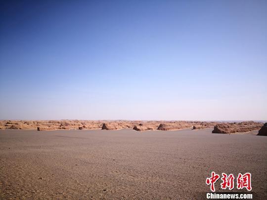 图为敦煌世界地质公园标志性景观——典型而稀有的雅丹地貌。(资料图) 冯志军 摄