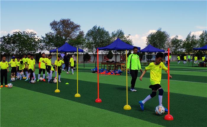 兰州榆中建成130个足球场覆盖全县城乡小学(组图)
