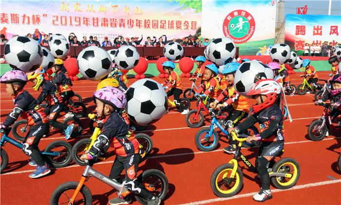 2019年甘肃青少年校园足球夏令营在兰州榆中开营(组图)