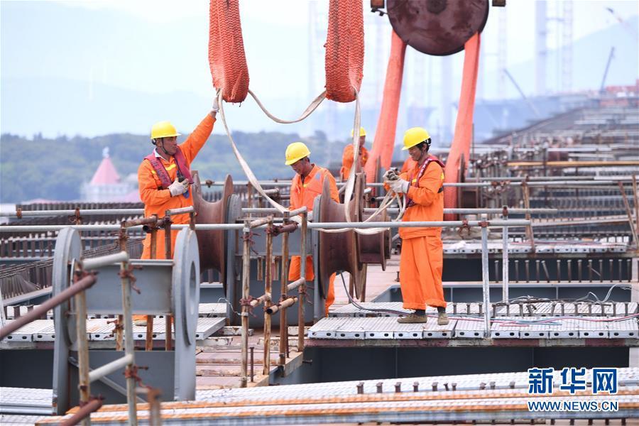 (经济)(3)平潭海峡公铁两用大桥全桥非通航孔钢桁梁全部架设完成
