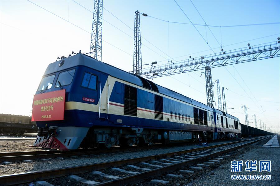 (经济)(3)南疆铁路实现万吨货物列车常态化开行