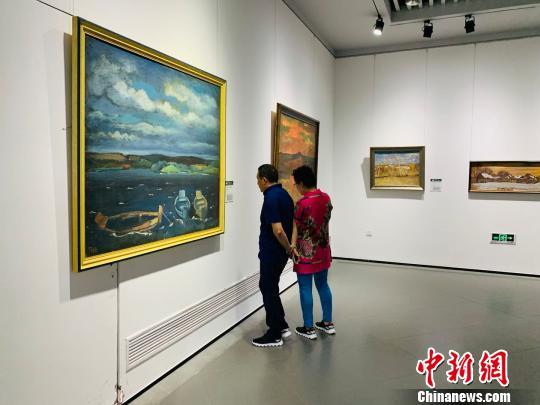 百余幅前苏联时期画家作品亮相引八方游客驻足