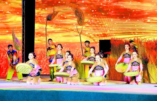 创情景歌舞剧《黄河之上·多彩白银》惠民演出精彩上演