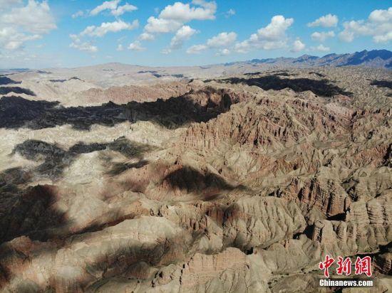 亿万年风雨沧桑,大自然出神入化,上苍的偏爱垂青,造就了千古秘境神鹰峡谷。 杨艳敏 摄
