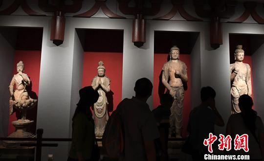图为民众在甘肃省博物馆参观。(资料图) 杨艳敏 摄