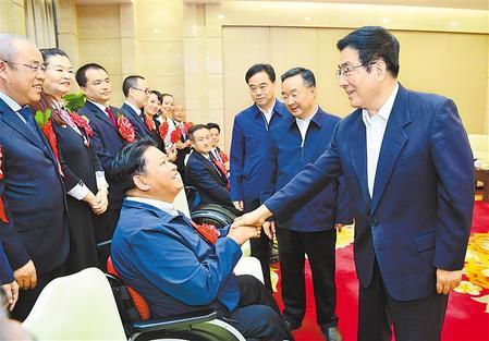 林铎唐仁健会见甘肃省出席第六次全国自强模范暨助残先进表彰大会代表