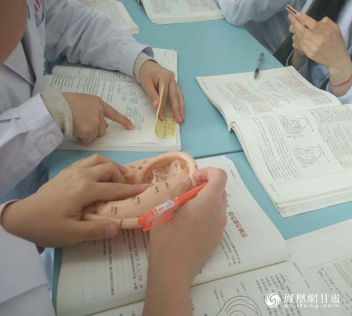 【凤凰网甘肃】留学生的中医梦:我和针灸有个约会