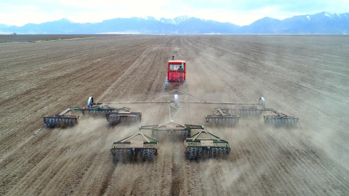 甘肃张掖:山丹马场一场7.8万亩耕地播种忙