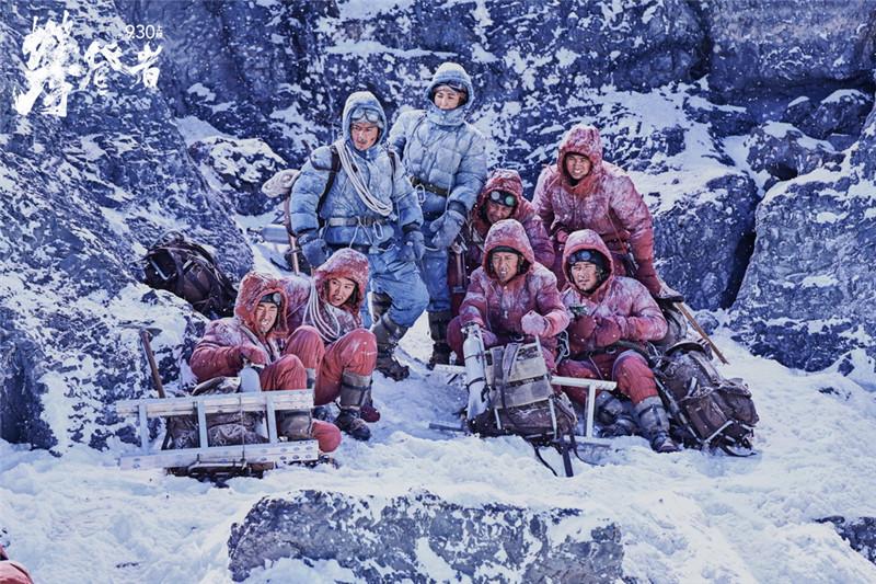 电影《攀登者》发致敬版海报 五大主演造型首曝光