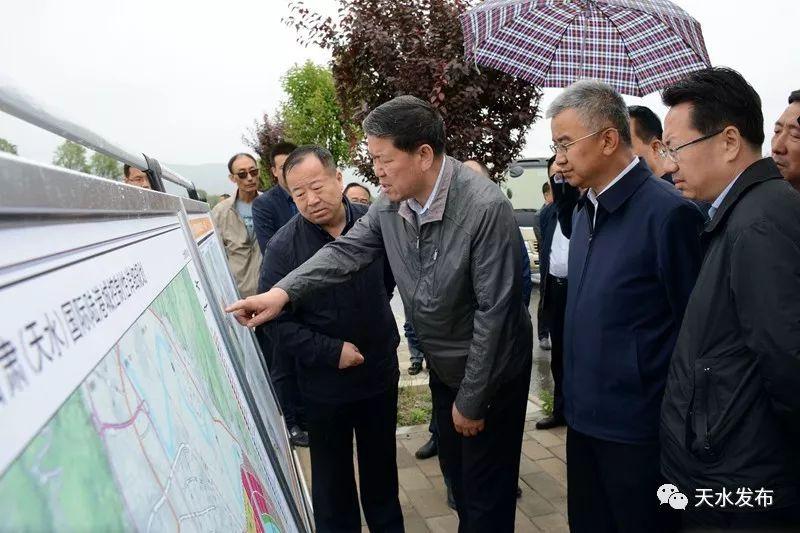 王军赴麦积区三阳川实地察看甘肃(天水)国际陆港项目规划建设情况