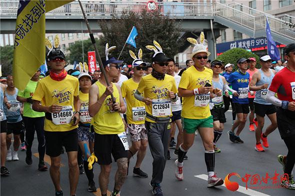 2019兰州国际马拉松鸣枪开赛 4万参赛者热情奔跑领略金城魅力(组图)