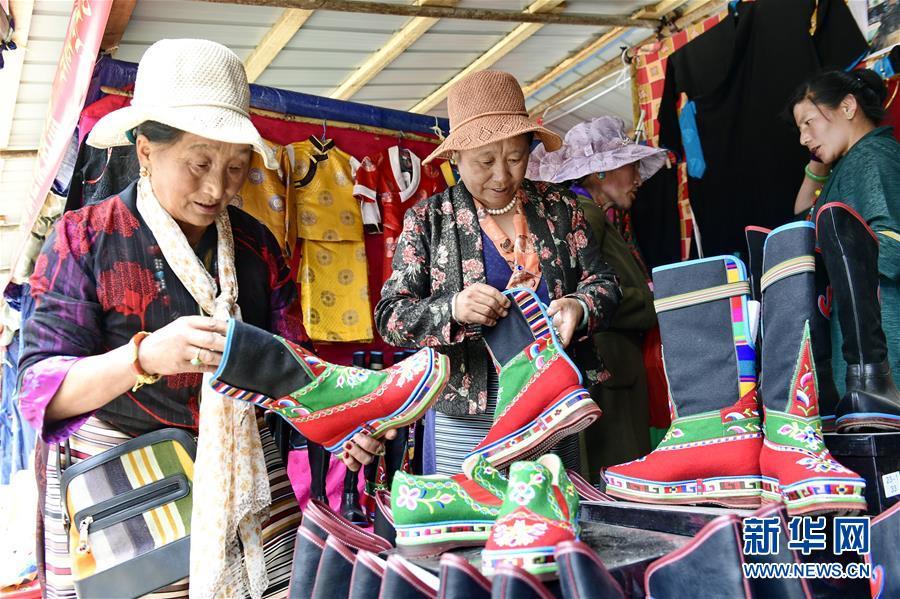 (社会)(3)亚东首届国际边贸旅游文化节开幕