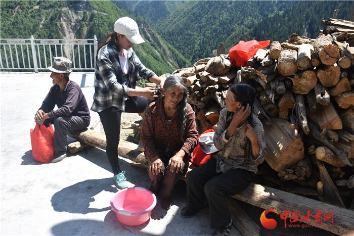甘肃迭部:公益引领志愿服务 阿夏乡来了一群青年人(组图)