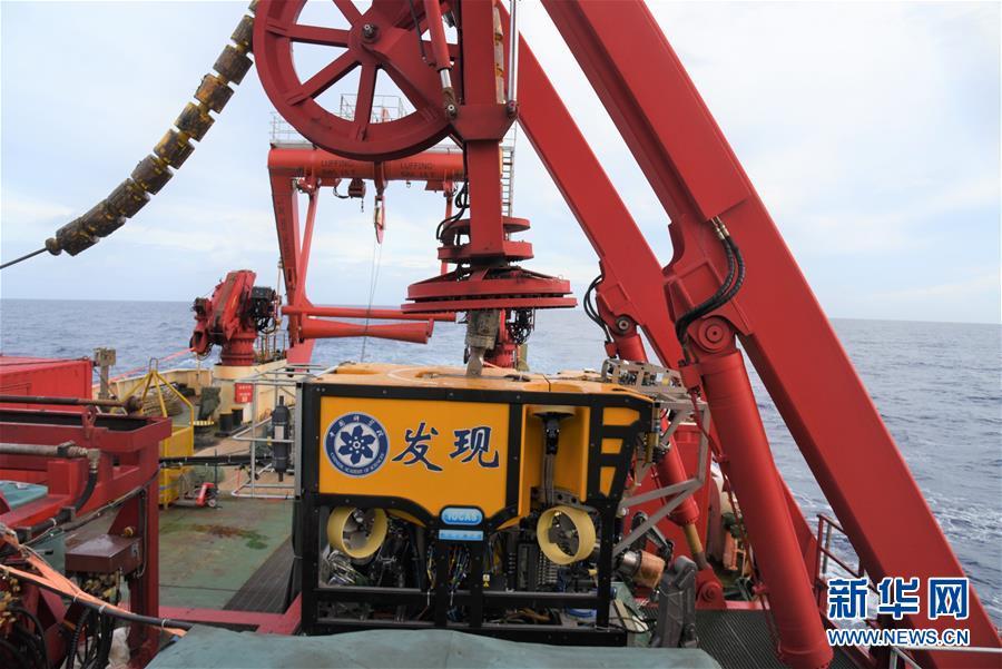 """(科技)(1)""""发现""""号在西太平洋海山采集到深海蟹"""