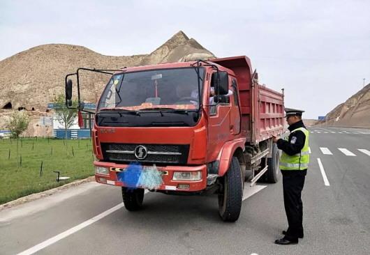 白银交警加强农村道路交通安全管控 确保群众安全文明出行(图)