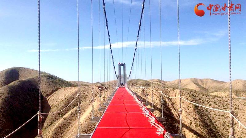 河西首座9D高空玻璃桥今日在武威开通迎客(图)