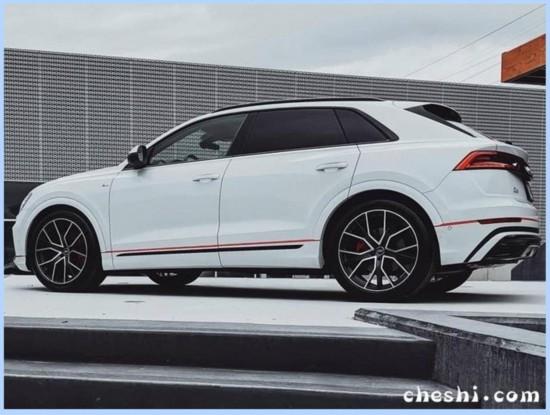 奥迪Q8轿跑SUV实拍 配双色车身/增轻混系统