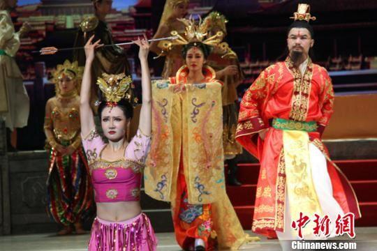 2018年9月5日晚,第八届兰州黄河文化旅游节节会期间,经典民族舞剧《丝路花雨》在甘肃大剧院上演。(资料图) 崔明才 摄
