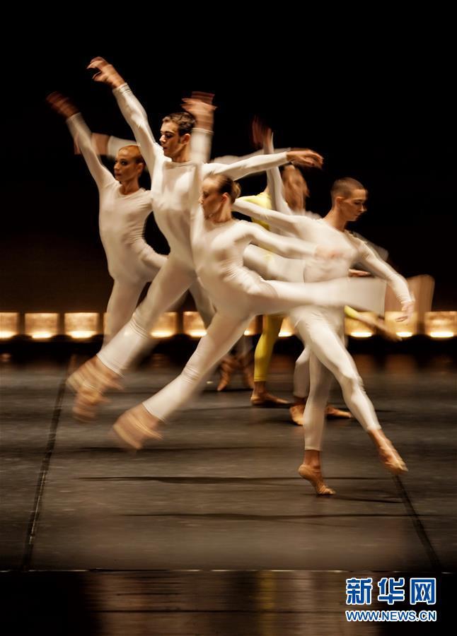 (文化)(3)葡萄牙国家芭蕾舞团《十五名舞者与不断变化的节奏》在京上演