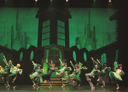 音乐剧《绿野仙踪》开演 还记得童话里的铁皮人吗?