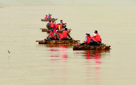 黄河岸边的筏子客