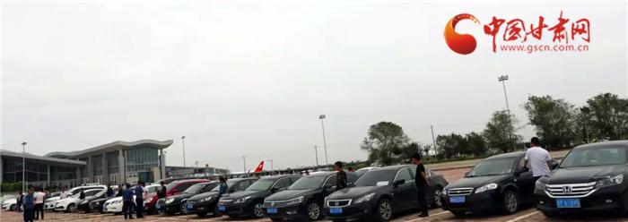 【扫黑除恶进行时】非法运营扰乱兰州中川机场秩序 102辆黑车被查扣(组图)