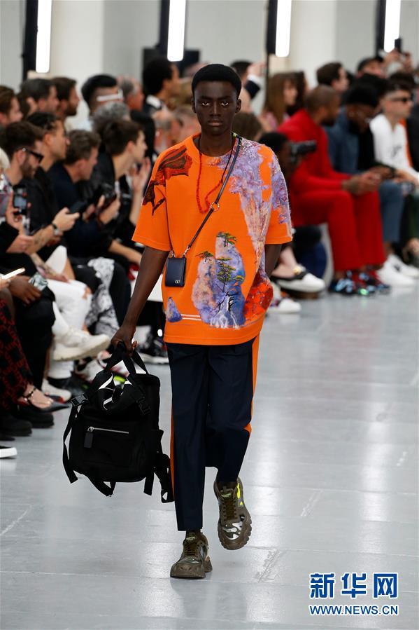 (国际)(2)巴黎男装周——华伦天奴展示春夏新品