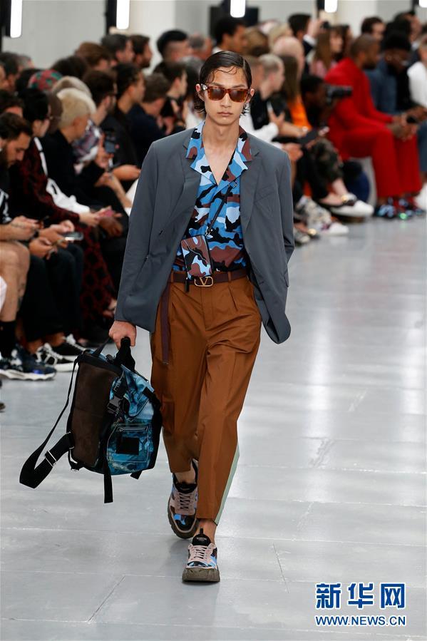 (国际)(4)巴黎男装周——华伦天奴展示春夏新品