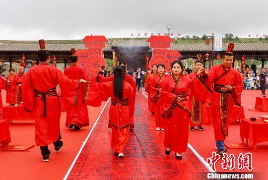 30对新人兰州办汉式周制婚礼 提移风易俗、倡传统文化
