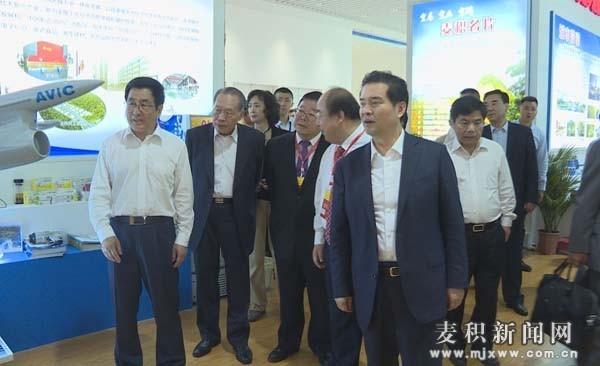 全国政协副主席王正伟在天水参观名优产品暨海峡两岸特色商品博览会(图)