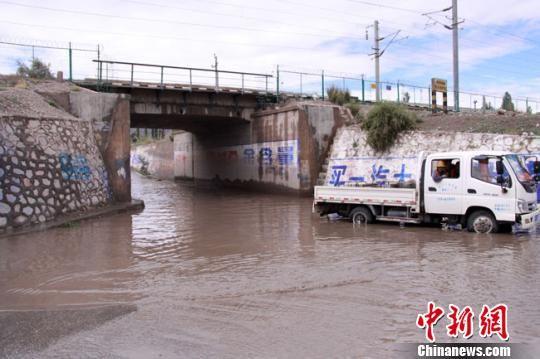 6月20日,甘肃嘉峪关市普降大雨,局地出现暴雨,最大降水量达58.2毫米。甘肃省气象局供图