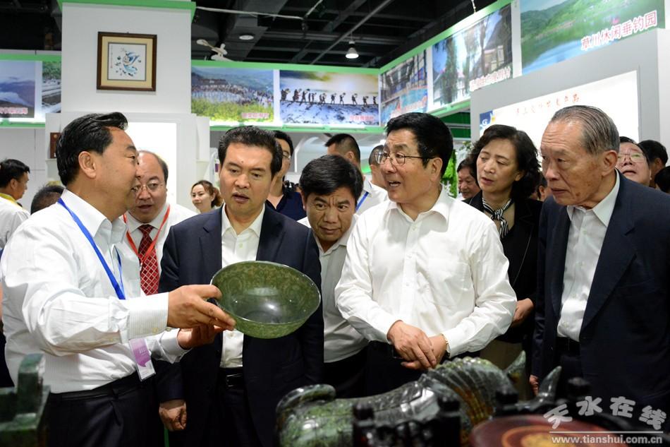 王正伟 林铎等中央省市领导参观指导武山展馆